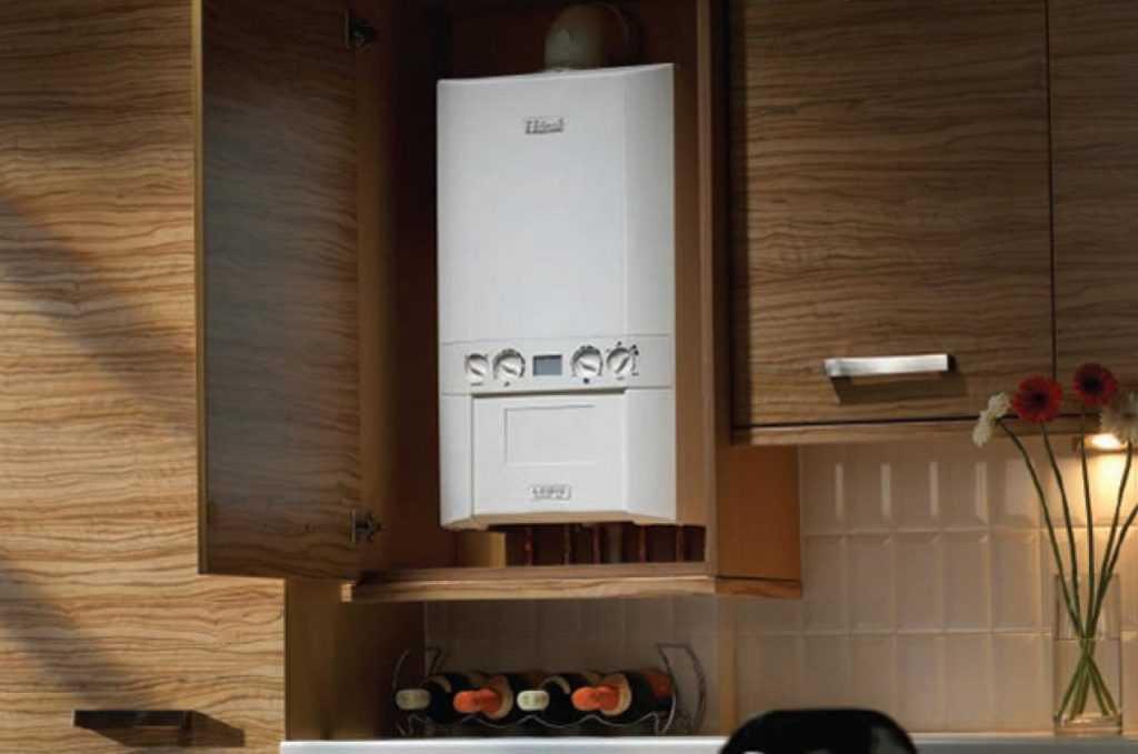 Газовая колонка, встроенная в кухонный шкаф