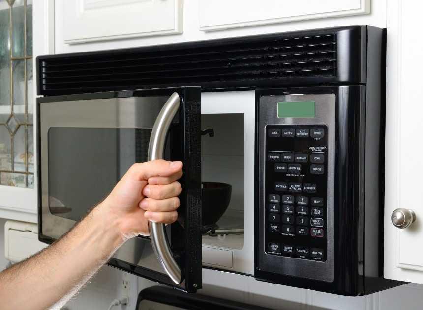 Микроволновая печь не включается
