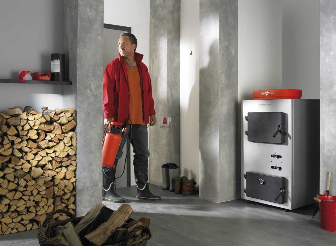 Почему отопление твердотопливным котлом обходится дешевле электрического или газового?