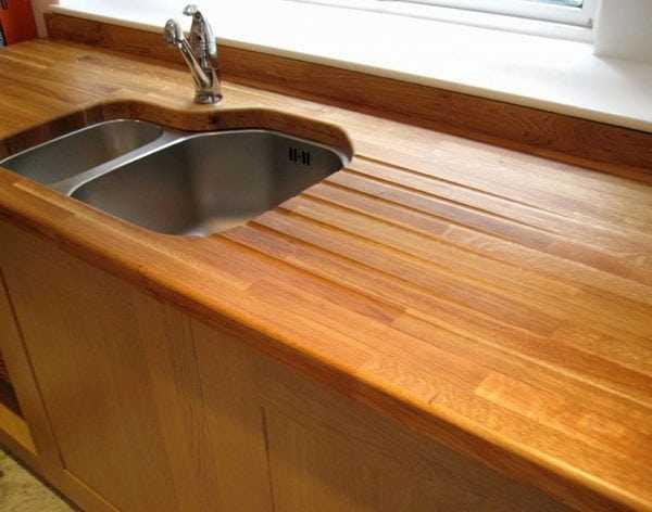 Покрытая лаком кухонная столешница
