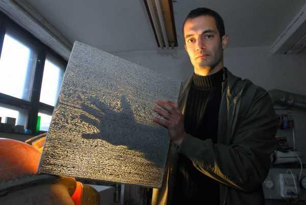Австрийский архитектор Арон Лосконши, разработавший материал со светопроводящими добавками