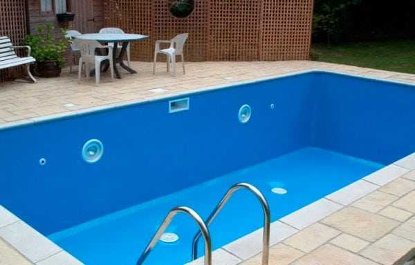 Покрашенный бассейн