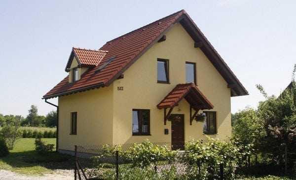 Дом, окрашенный в бежевый цвет