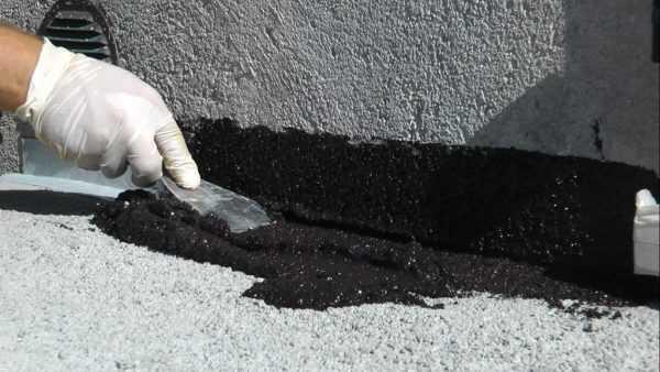 Бетонные поверхности необходимо предварительно загрунтовать