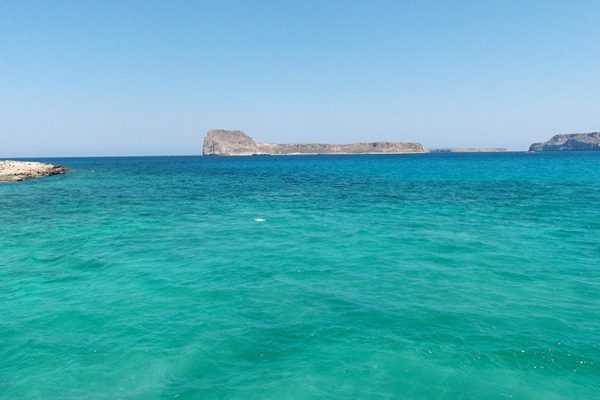 Бирюзовый цвет моря в лагуне