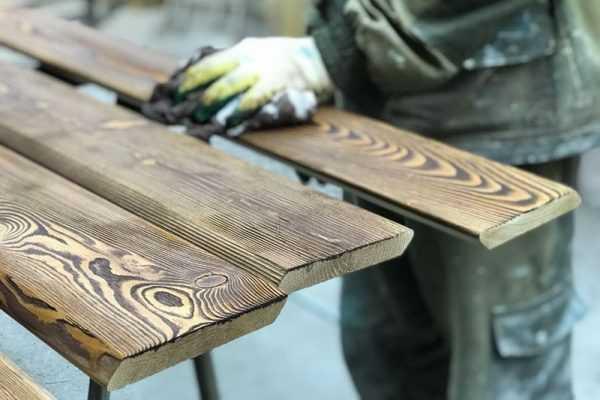 Браширование бруса - искусственное состаривание дерева