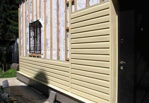 Дом обшитый деревянной вагонкой снаружи