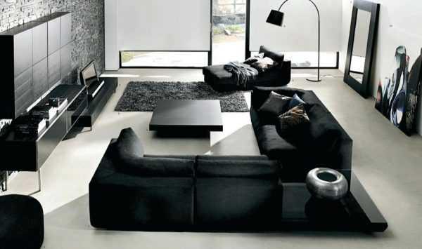 Черная мебель на светлом фоне