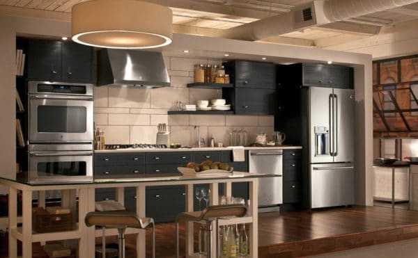 Бытовая техника из нержавейки в интерьере кухни