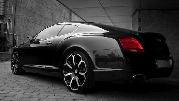 Черный автомобиль для козерога