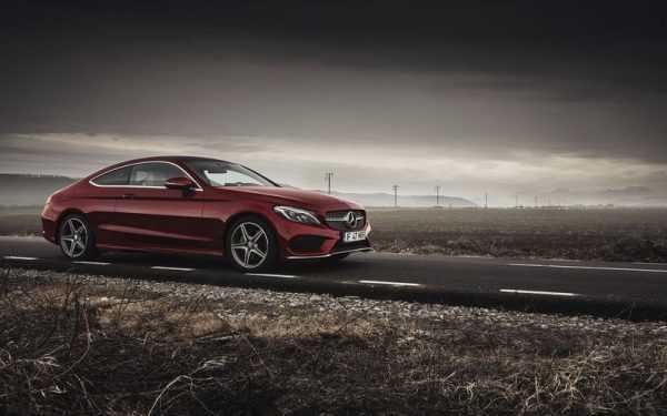 Mercedes-Benz бордового цвета