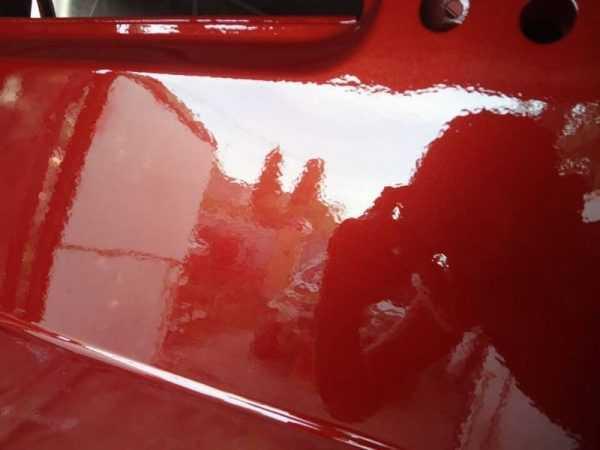 Красный автомобиль