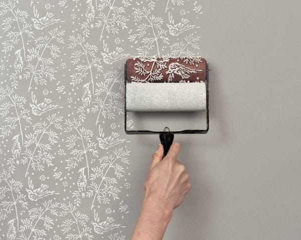 Декорирование стен при помощи трафаретного валика
