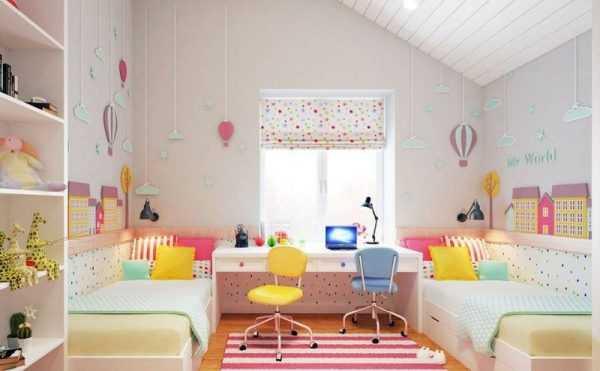 Детская комната со светлой отделкой