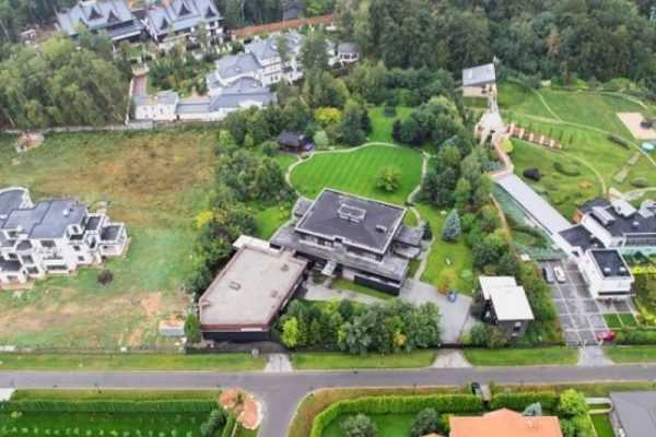 Дом Пескова и Навки на Рублевке
