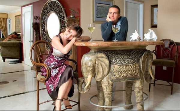 Стол в виде слона