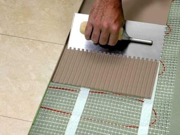 Эластичный клей подходит для укладки плитки на деформирующиеся основания