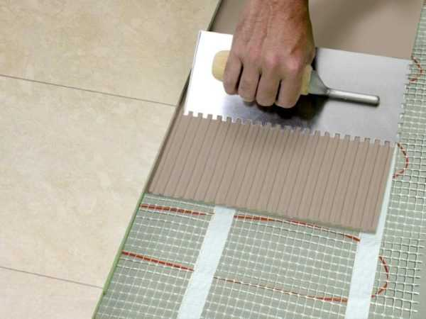 Для монтажа теплого пола требуются специальные теплостойкие составы