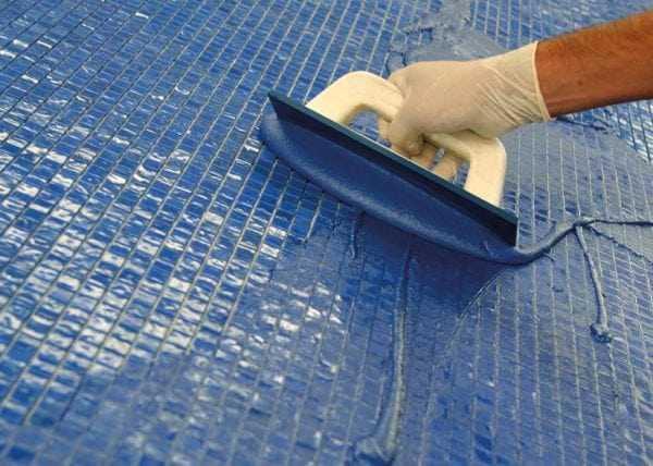 Эпоксидную затирку можно использовать для заделки плиточных швов в бассейне