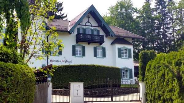 Замок Хубертус Бавария недвижимость Горбачева