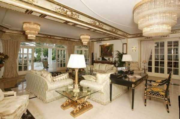 Гостиная в квартире Николая Баскова