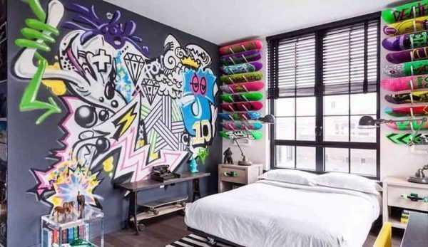 Граффити в спальне