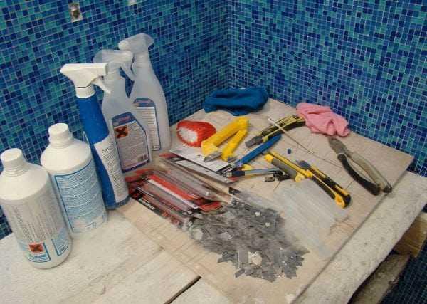 Инструменты и материалы для приклейки мозаики