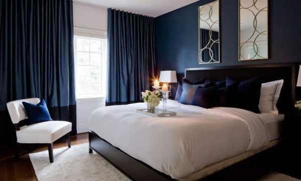 Интерьер спальни в темно-синих тонах