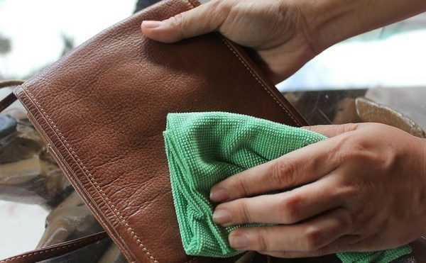 Чистка коричневого кошелька