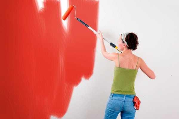 Разводы краски на стене