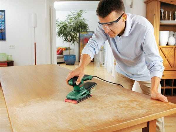 Подготовка деревянного стола к лакировке
