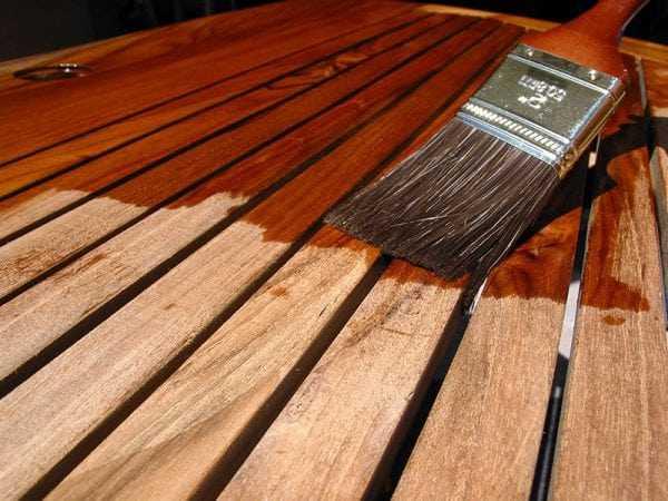 Покрываем деревянный пол лаком