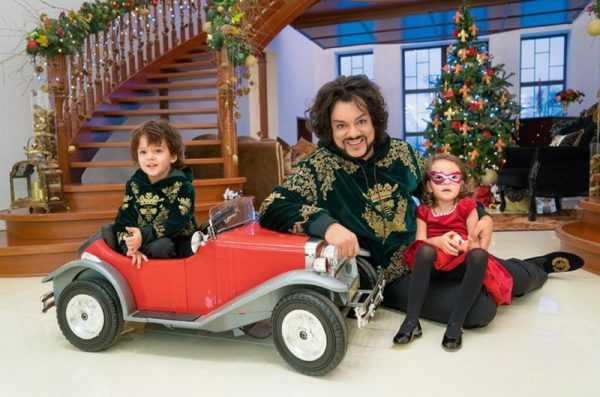 Киркоров с детьми в своем особняке
