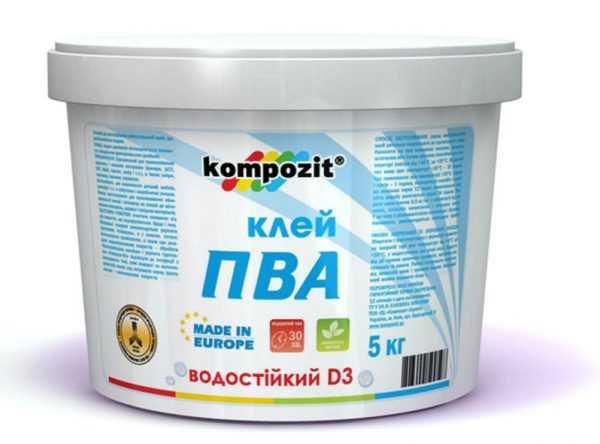 Для приклеивания стеклообоев в ванной комнате рекомендуется использовать клей ПВА