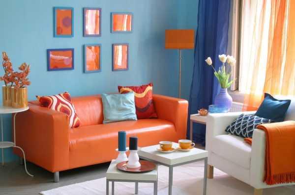 Комбинация оранжевого и голубого