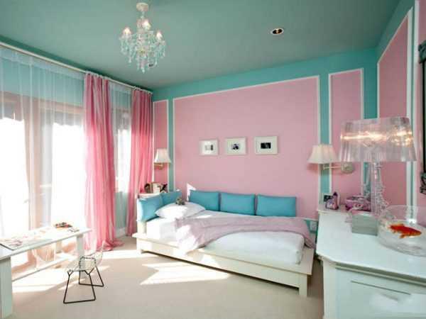Комната в розово голубых тонах