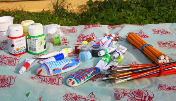 Краски и кисти для художественных работ