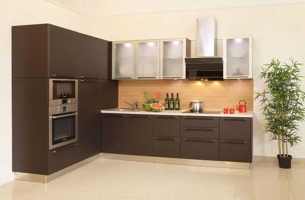 Кухня с мебелью из венге
