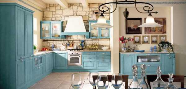 Использование сине-зеленых тонов при оформлении кухни