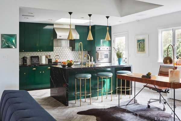 Кухня в темно-зеленых тонах