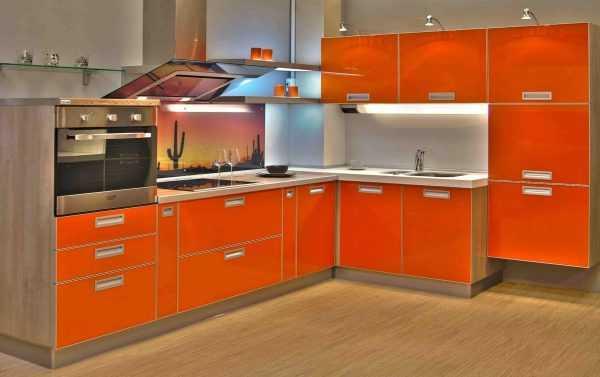 Оранжевый цвет можно использовать для фасадов шкафов