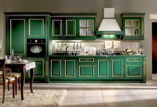 Кухонный фасад изумрудного цвета