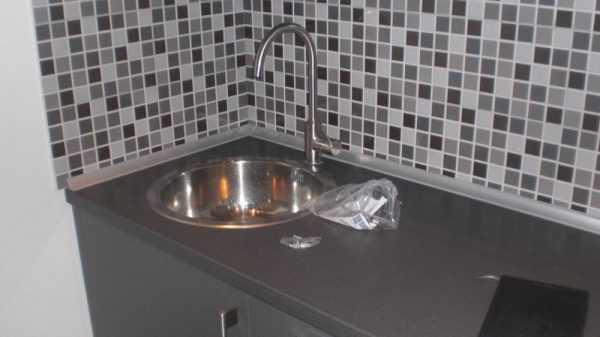 Кухонный плинтус для столешницы