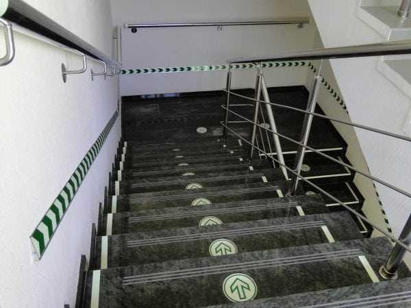 Для отделки путей эвакуации необходимо использовать специальные негорючие краски