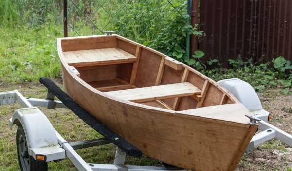 Подготовка к окрашиванию лодки из фанеры