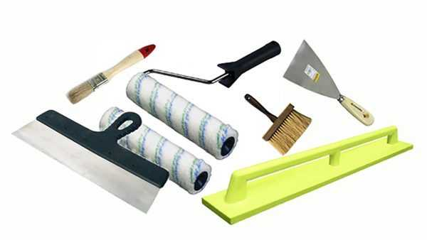 Для покраски стен придется приобрести специальные инструменты