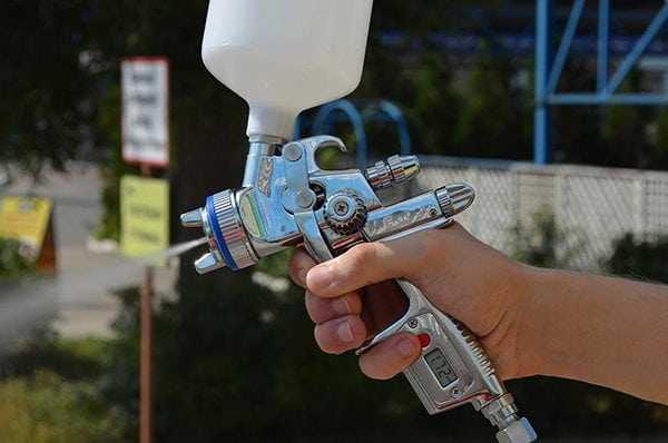 Пистолет пневматического краскопульта