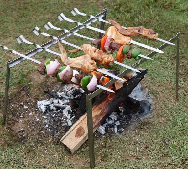 Набор складных стоек и шампуров для приготовления шашлыка