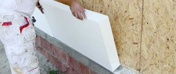 Наклеивание пенопласта на деревянную поверхность