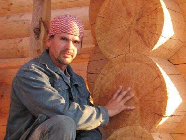 Нанесение пропитки на дерево